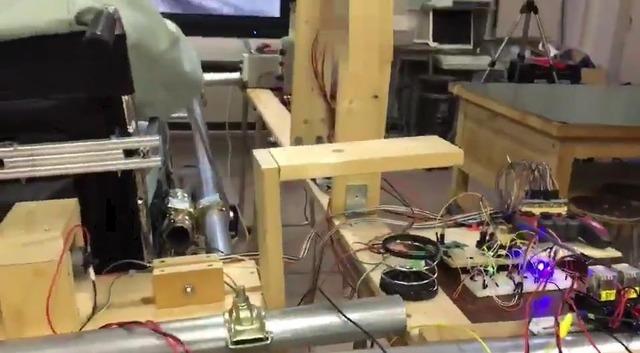 คอนโทรลเลอร์สไตล์ Cockpit เพื่อเล่นเกมหุ่นยนต์